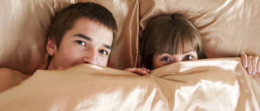 """A jóvenes les """"vale"""" cuidarse en su primera relación sexual"""