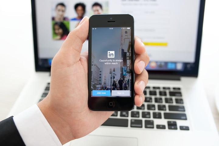 Actualizar tu perfil en LinkedIn no es motivo para que tu jefe se moleste