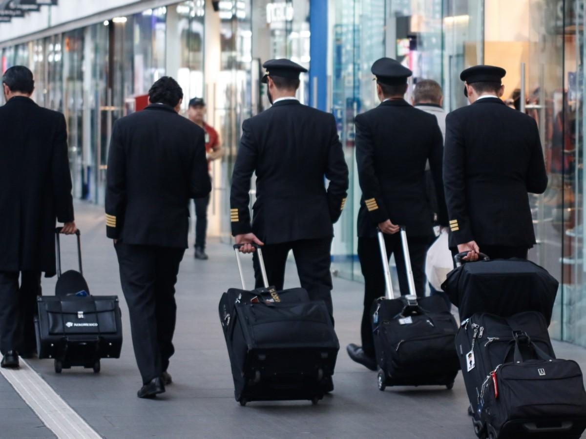 Ahora Aeroméxico va sobre los pilotos para reducir costos laborales