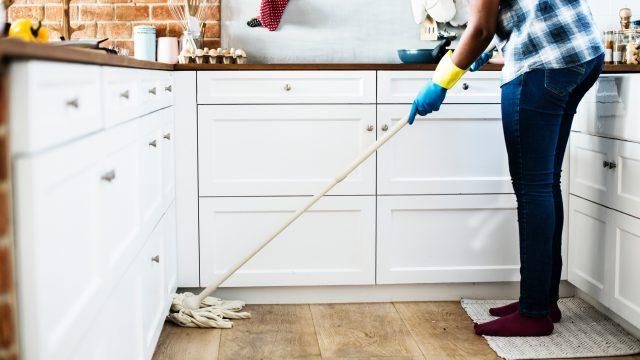 Deben facilitar trámites al empleador para asegurar a trabajadoras del hogar