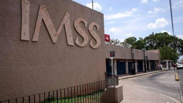 Detienen por cohecho a servidor del IMSS