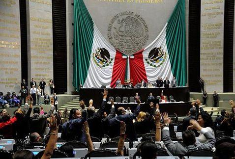 Diputados ganan 166 mil pesos mensuales