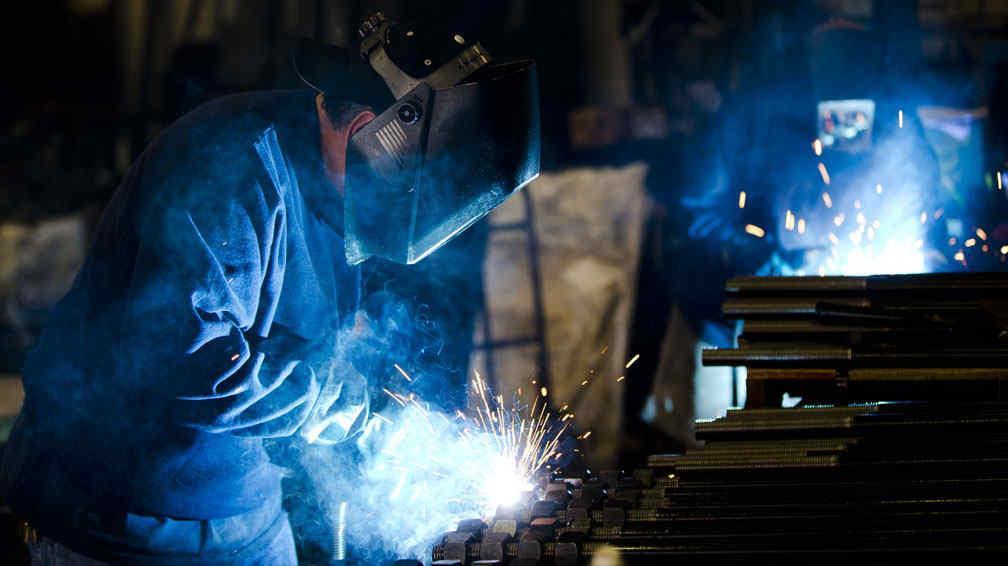 Empleos de 2 a 5 salarios mínimos, los más afectados