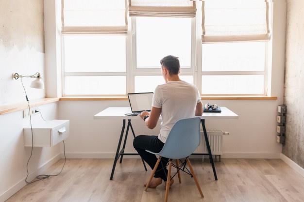 """Mandan empleados a """"volar"""" reducción de salario para seguir en home office"""