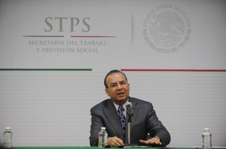 Mayor aumento a salario mínimo presionaría tasa de interés: STPS