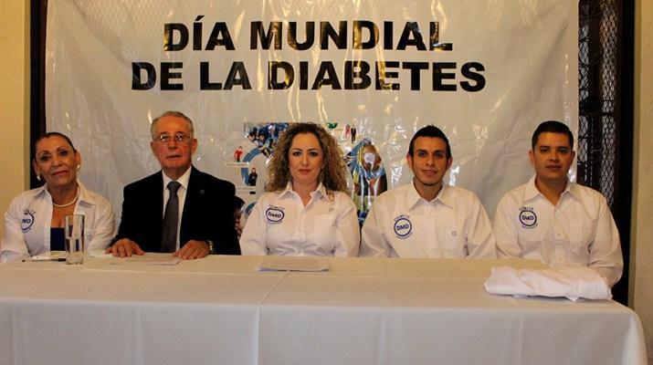 Niños con diabetes aprender a cuidar su salud en parque de diversiones