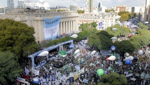 Protestan en Buenos Aires por falta de empleo