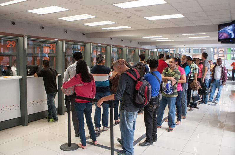 Tecnología deja sin empleo a miles de mexicanos en sólo tres bancos, y apenas empieza