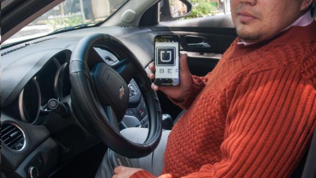 'Uber' presiona para cambiar leyes laborales, según la OIT