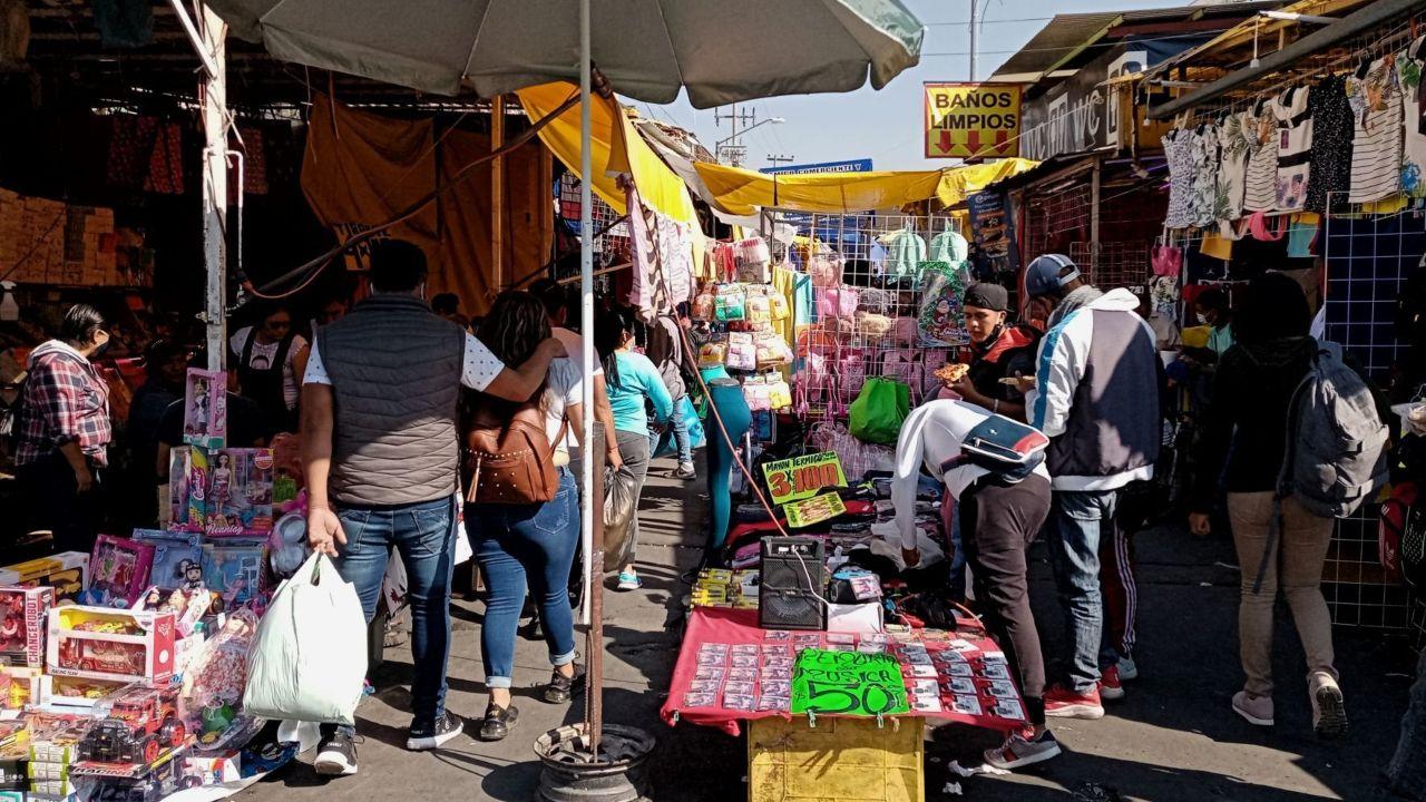 Un vendedor ambulante gana más que un profesionista en México: Observatorio Laboral