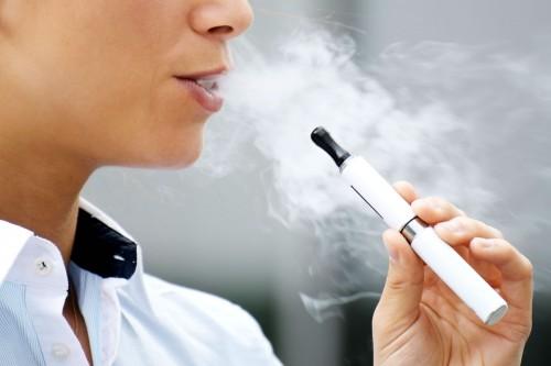Sube uso del cigarro electrónico en jóvenes