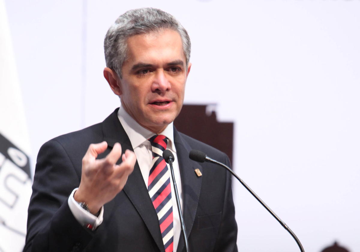 Mancera pide reunión con Peña para discutir aumento en salario mínimo