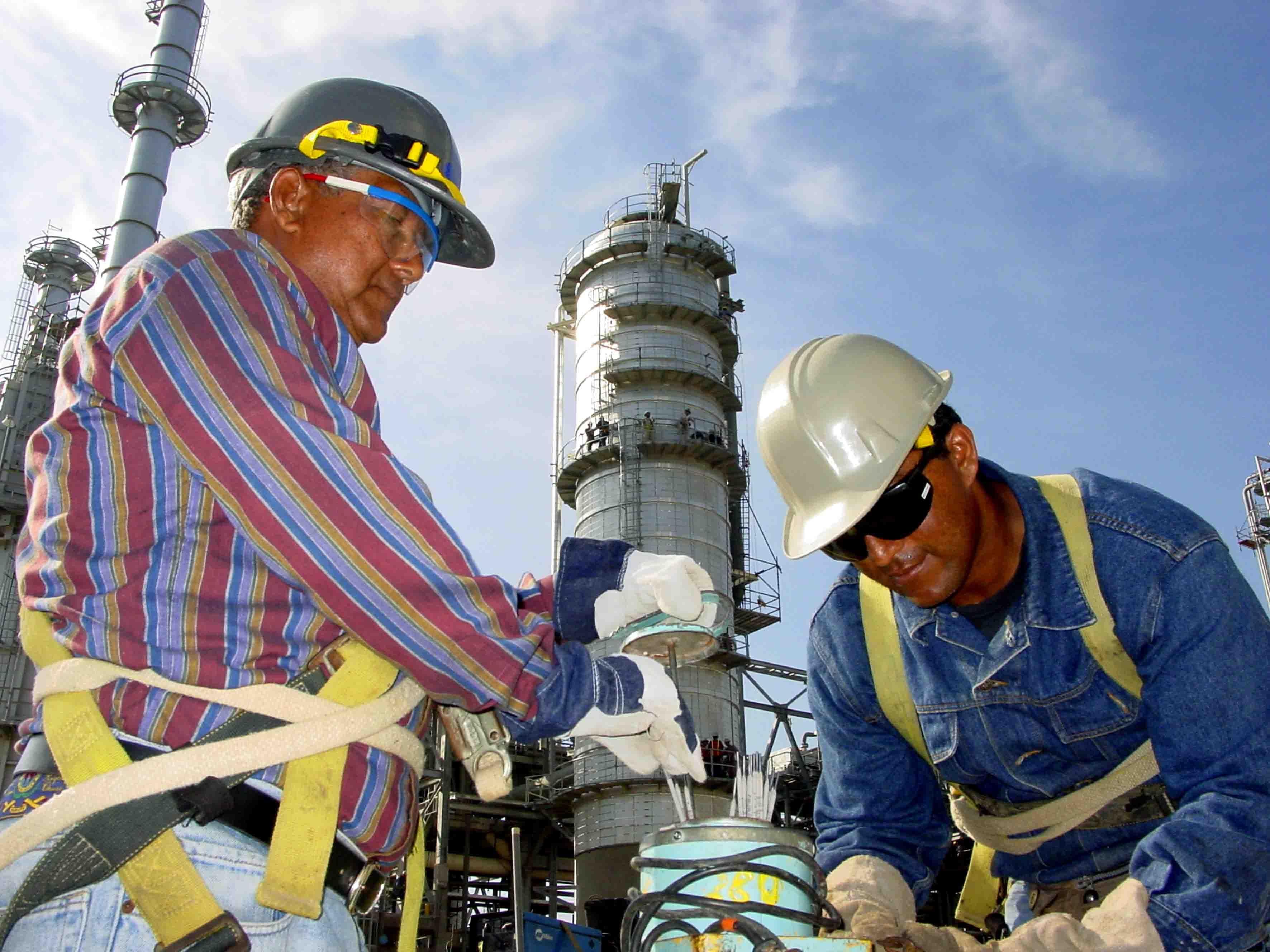 Romero Deschamps es reelecto como líder petrolero